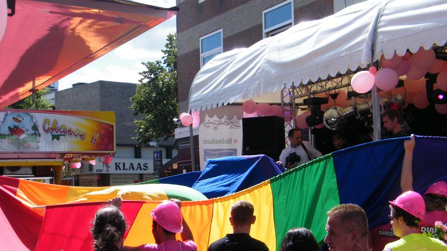 Homoprotest Oss regenboogvlag
