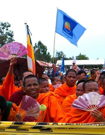 In Cambodja: omgekocht of opgesloten